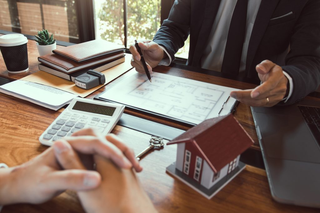 Property sales staff submit land mortgage contract documents to